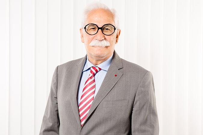 Michel Bénichou, avocat à Grenoble et associé chez Avocode, spécialisé dans le droit immobilier et copropriété et le droit administratif et public